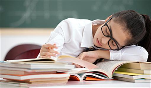 孩子上课睡觉